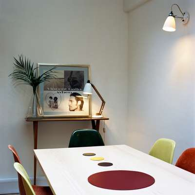 Office 4 (not to Scale, London): The meeting room with Eames chairs