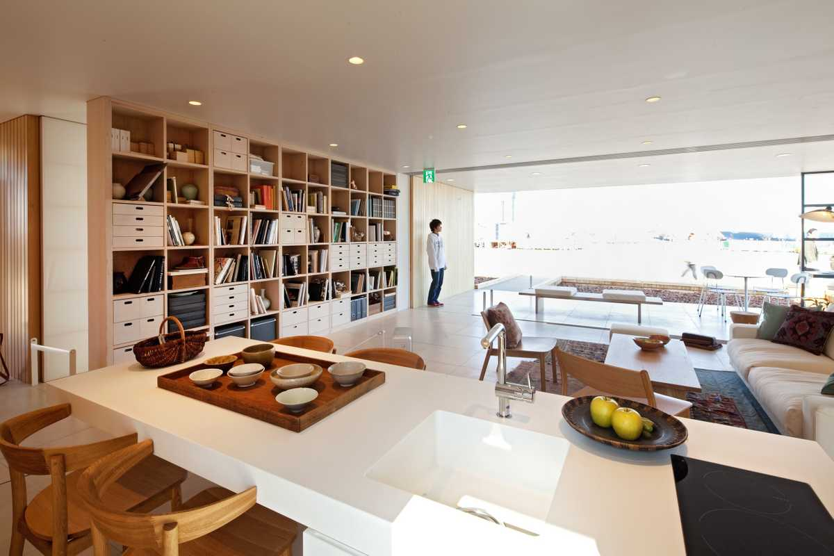 Ban and Muji built a house whose shelves and cabinets act as supporting columns