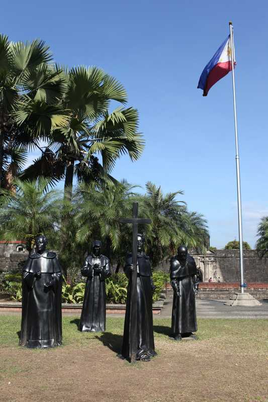 Bronze statues in Intramuros