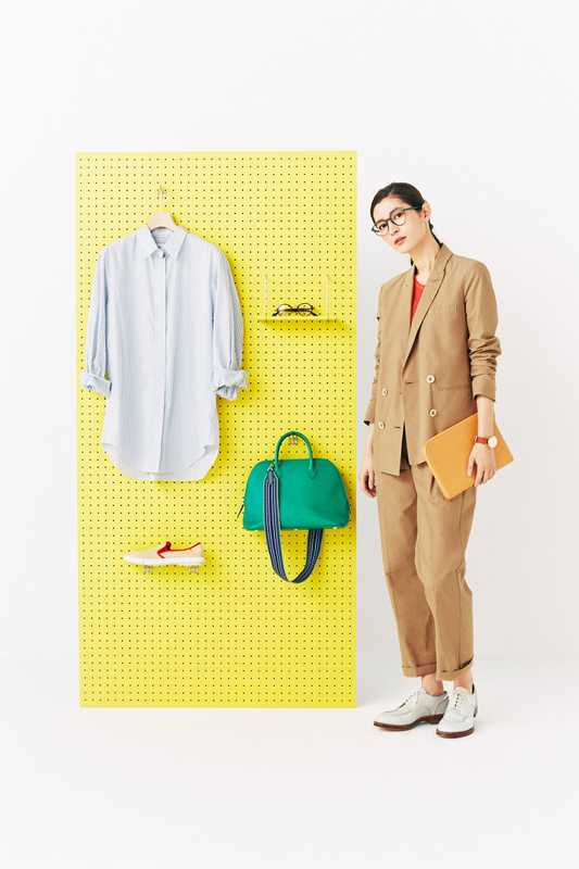 She wears: jacket and trousers by Altea, vest by Barena Venezia, shoes by Santoni, Edited by Marco Zanini, glasses by VIU, zip pouch by Ettinger, watch by Kronaby. On the board: shirt by Bagutta, glasses by Persol, bag by Hermès, slip-ons by Rivieras