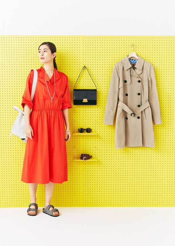 She wears: dress by Arket, sandals by Birkenstock, necklace and bracelet by Hermès, bag by Santoni. On the board: bag by Saint Laurent by Anthony Vaccarello, coat by Sealup, sunglasses by Ace & Tate, belt by J&M Davidson