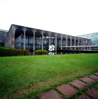 Main façade. The marble sculpture, 'Meteoro' (1966-67), is by Bruno Giorgi