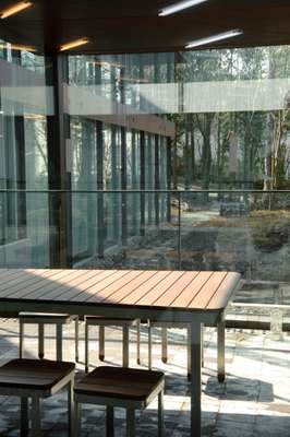 Glass walls make the most of natural surroundings