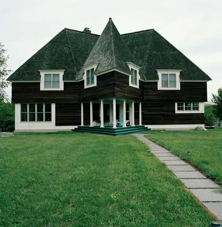 Abramovic´ 's star-shaped house