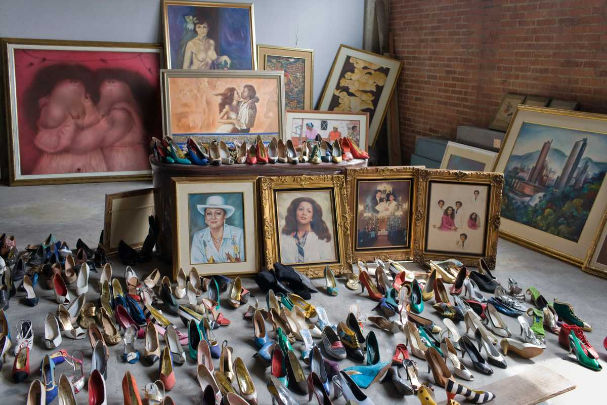 Portraits of 'La Monita Retrechera' and her shoe collection await auction