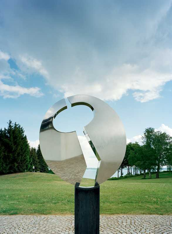 Sculpture by Børge Jørgensen with view to Øresund beyond