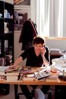 Editor Elisabeth Chavelet at work