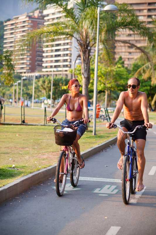 Cyclists around the Lagoa