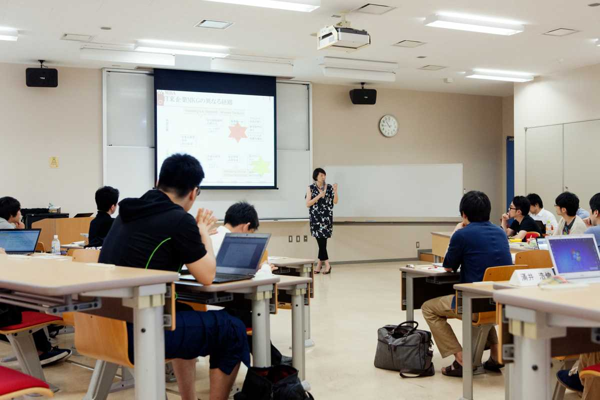 MBA students listen attentively to a lecture at Hitotsubasi University