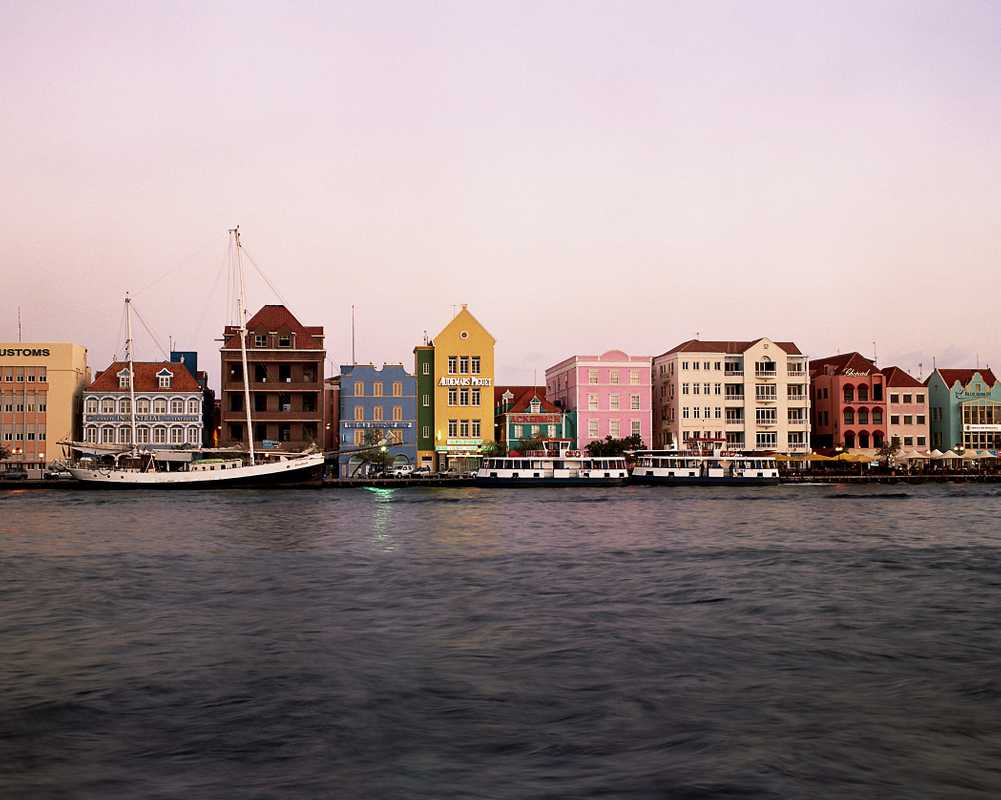 Houses along St Annabaai channel