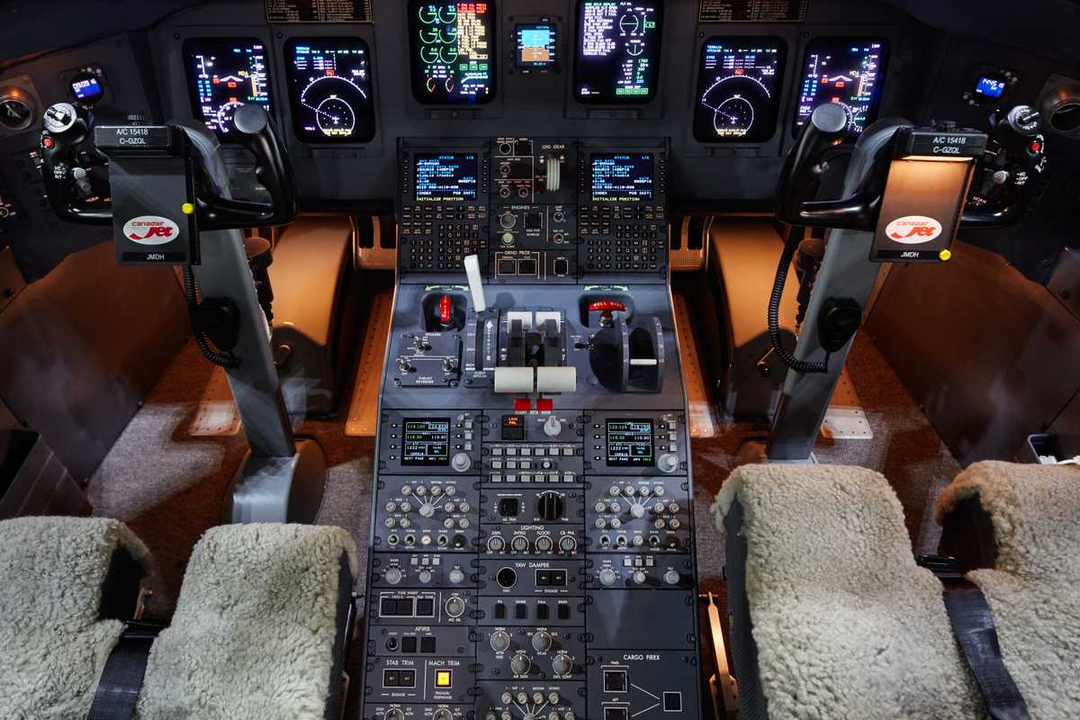 Bombardier CRJ flight deck