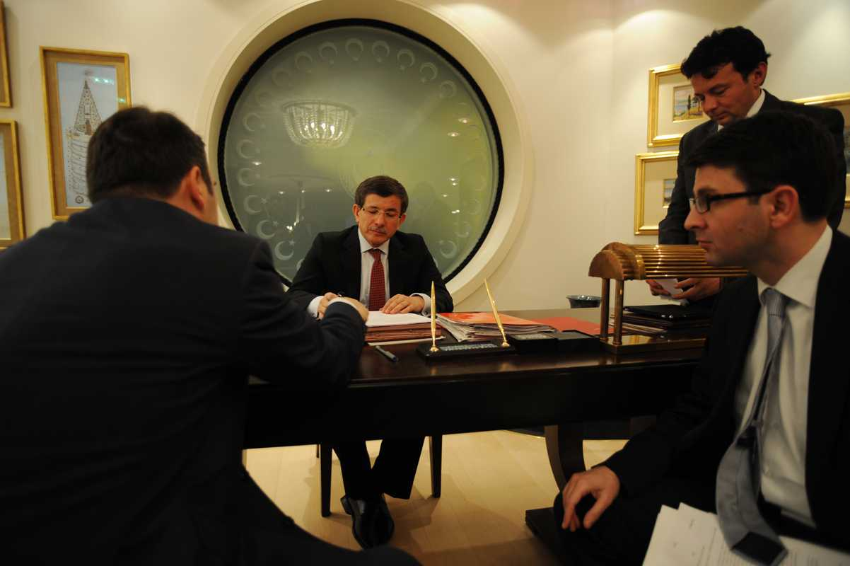 Davutoglu with an aide