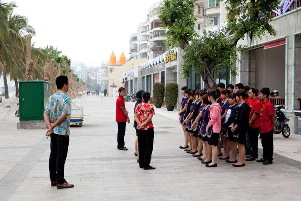 Restaurant staff training in Haikou
