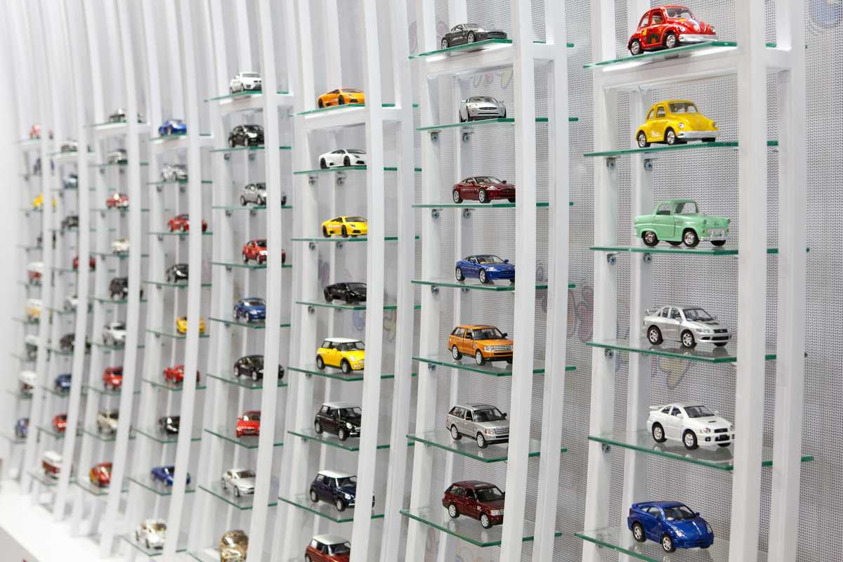 Kinsmart's licensed models on display
