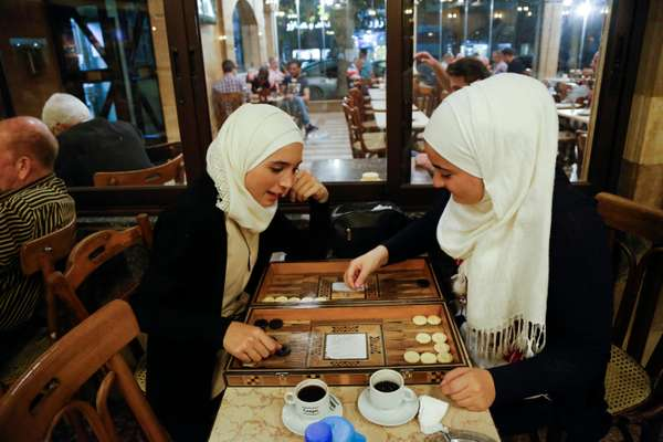 Ai Rawda Café, the place for backgammon and water pipes