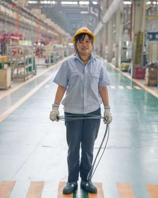 Worker at the Saic-Iveco factory