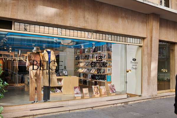 Beige Habilleur shopfront  in Paris