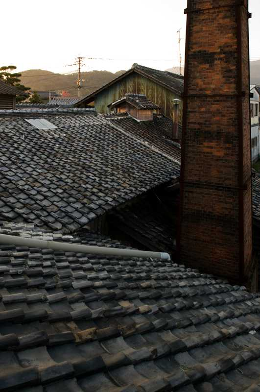 Tiled roof of the Koeigiku brewery