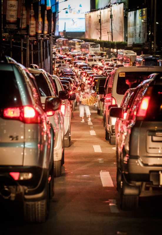 Rush hour on new mass-transit system EDSA