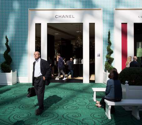 Chanel stand