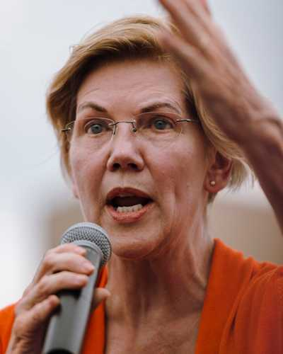 Democratic heavy hitter Elizabeth Warren speaking on the Soapbox stage