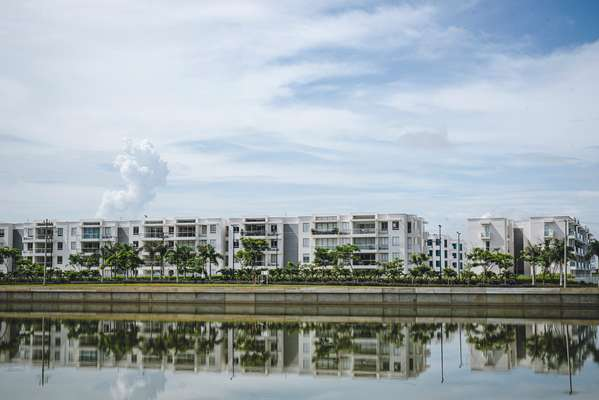 Mid-range apartments on Serena del Mar's central waterway
