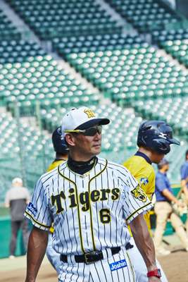 Fomer Tigers' slugger Tomoaki Kanemoto is the team's coach