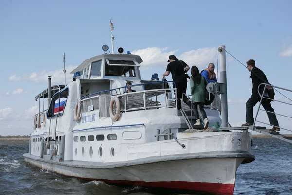 Ferry departs from Khabarovsk for Bolshoi Ussuriisk
