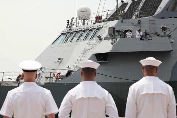 US Navy personnel greet the 'Freedom' in Singapore
