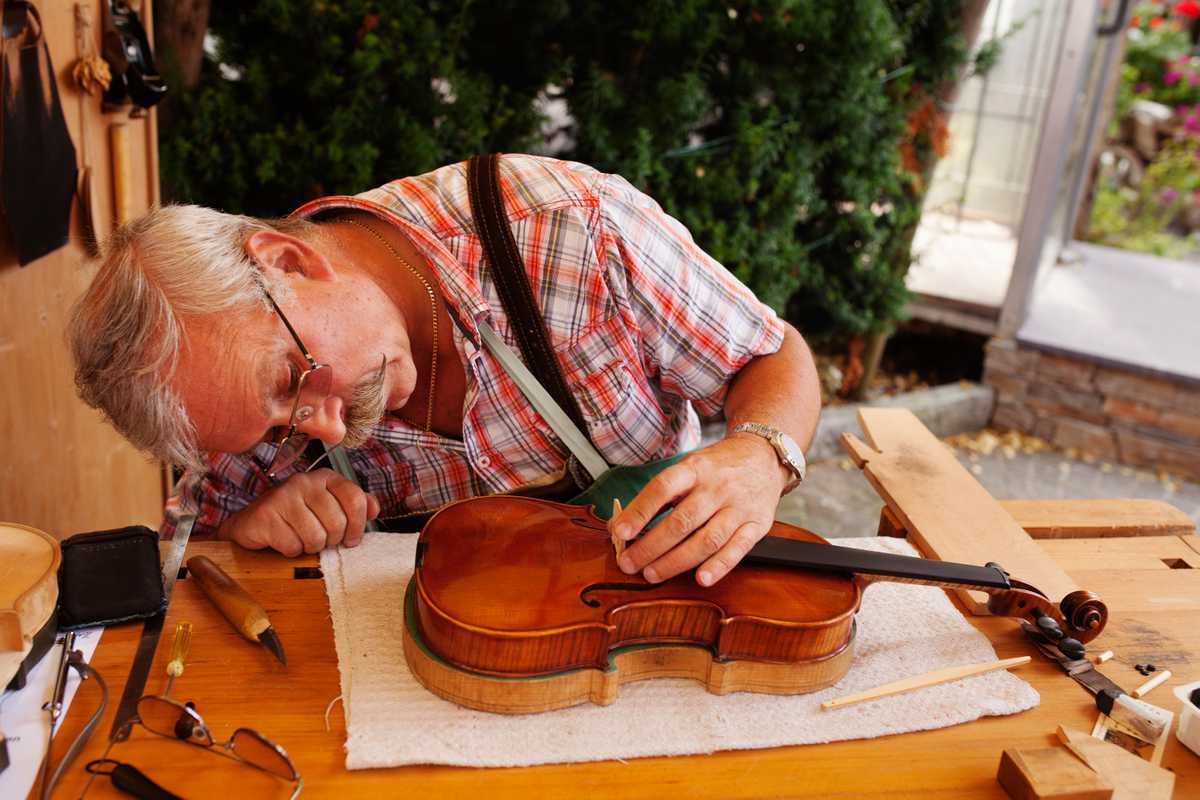 01. Fiddle-maker Wolfgang Kozak