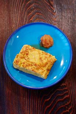 Tamagoyaki with 'daikon' radish and soy sauce