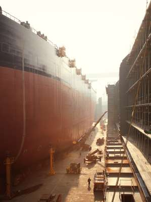 VLCC and LLNG in the No.1 Dock at DSME