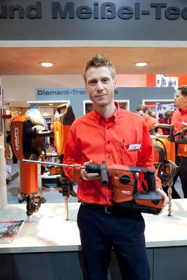 Trying out a Hilti cordless hammer drill for size