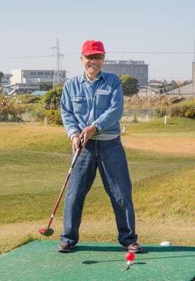 Fore! Fitness activities for seniors include golf
