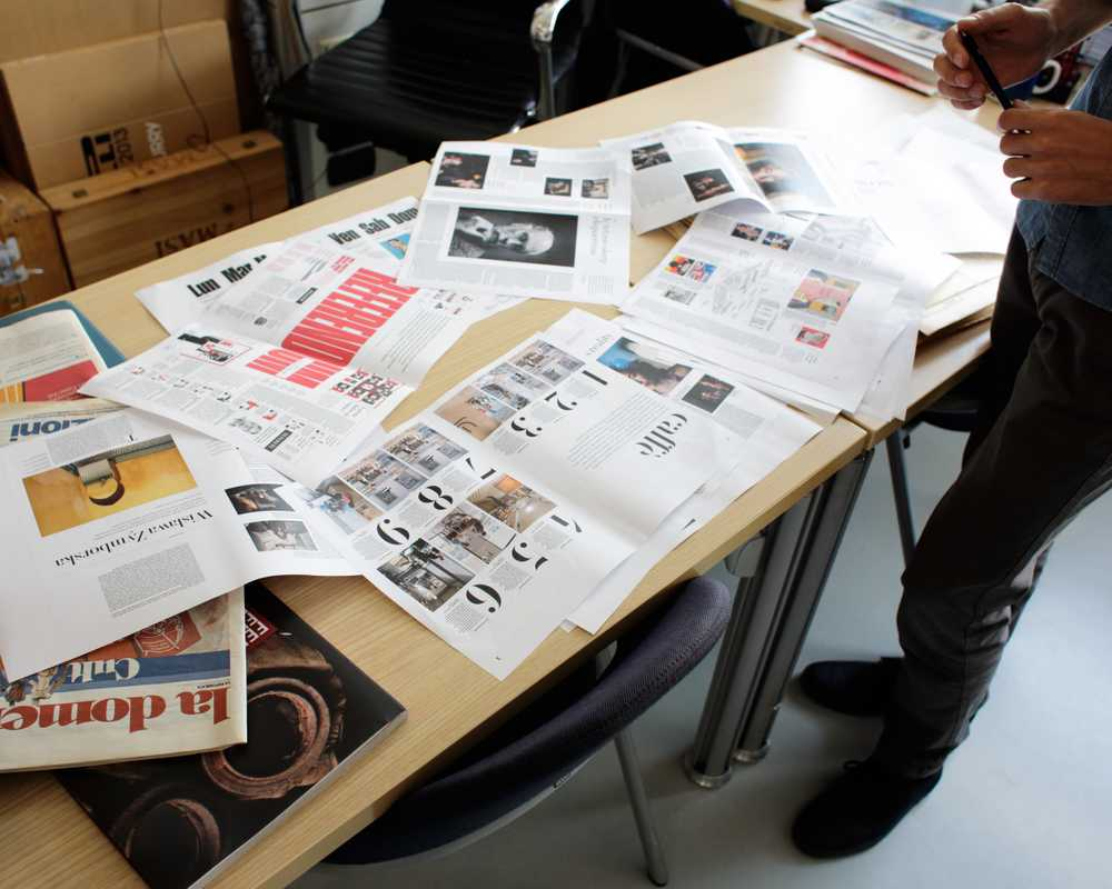 Work table with mock-ups of 'Robinson'