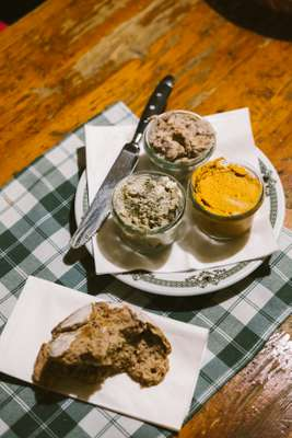 Spreads for bread are soft cheese flavoured with paprika or pumpkin-seed oil