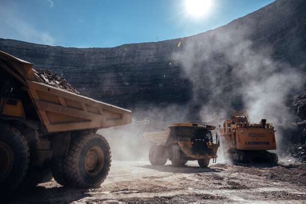 Ore extraction by 90-tonne Belaz trucks at Nyurbinskaya