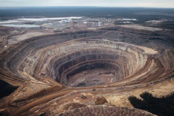 Open pit at Nyurbinskaya diamond pipe, 350km north of Mirny