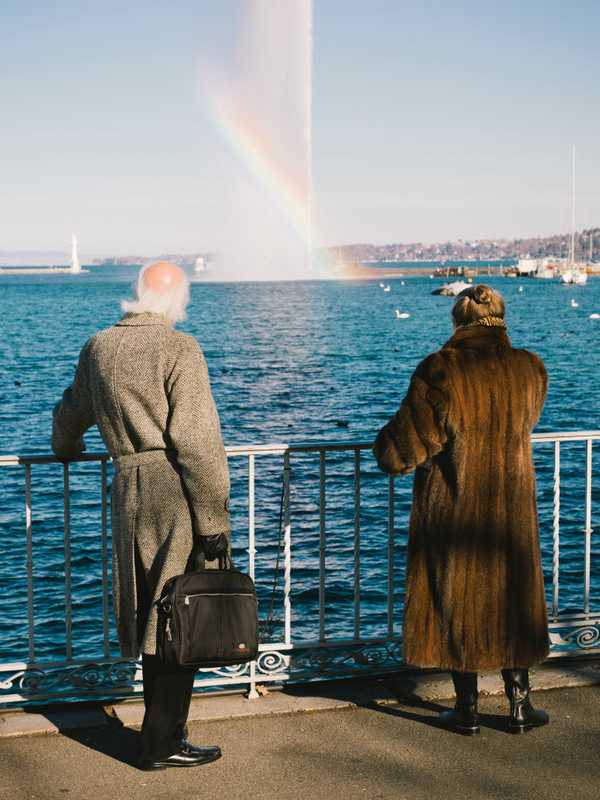 Residents admiring the Jet d'Eau