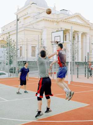 Basketball players in front of a synagogue