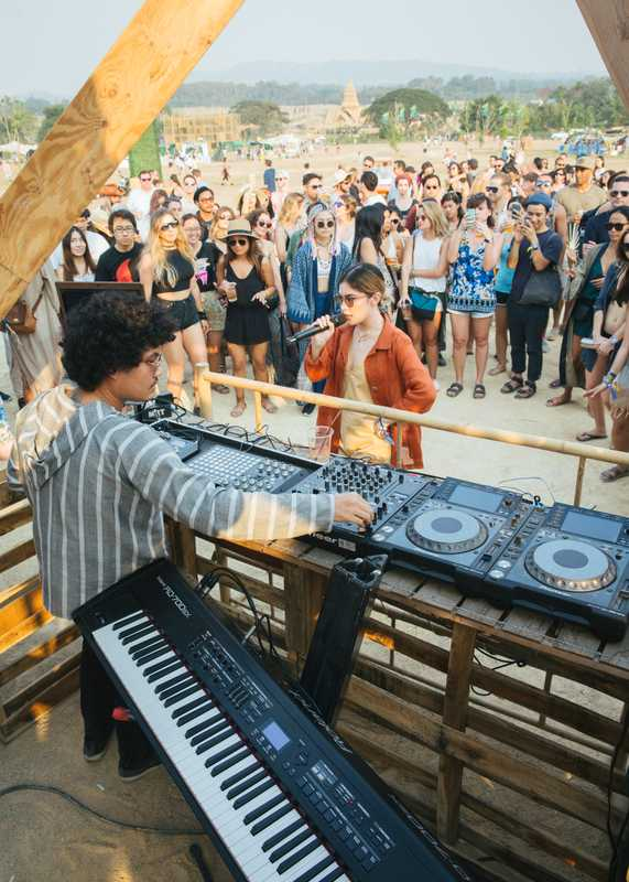 Lustbass and Jennifer Connelly rule the Solar Stage