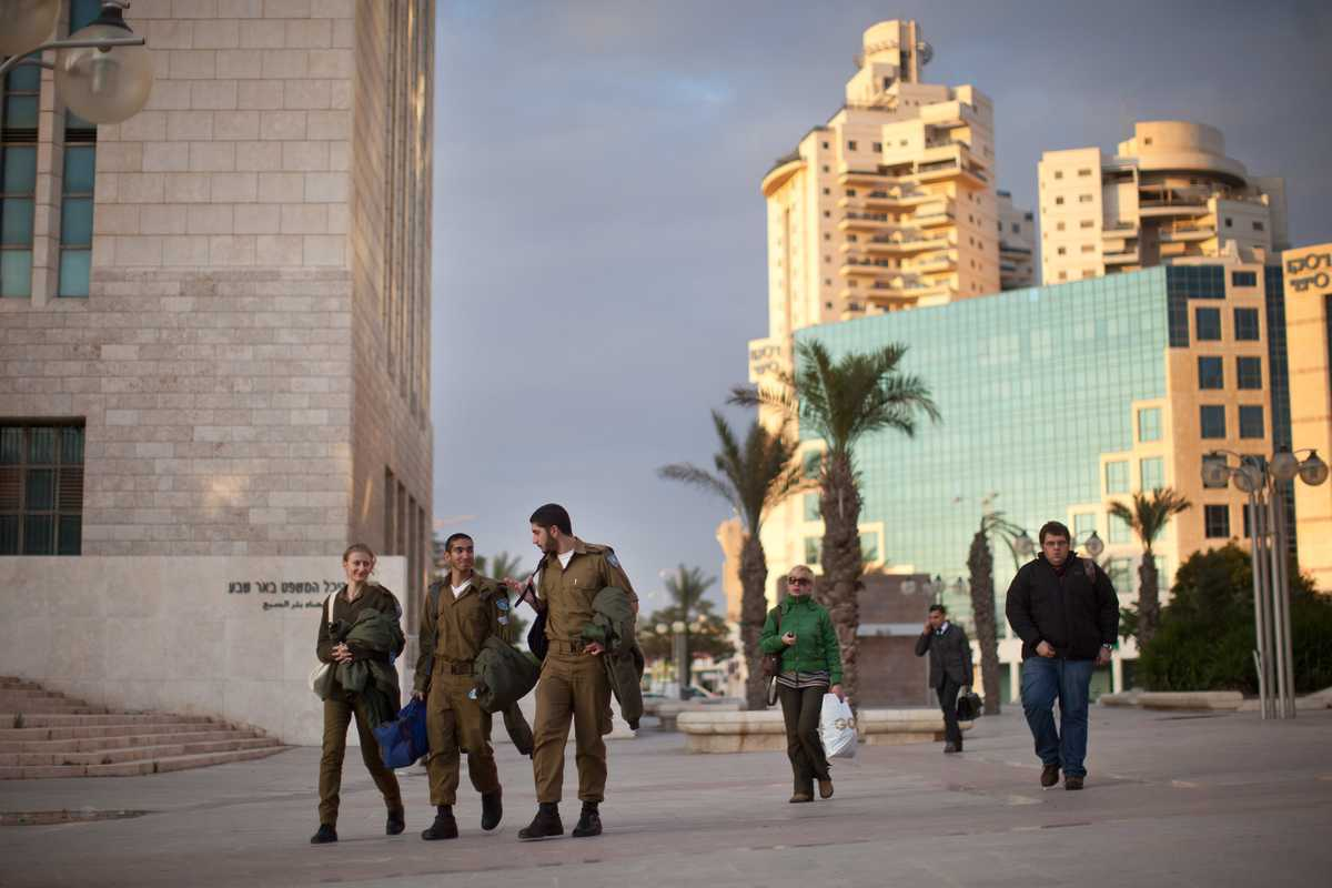 Israeli soldiers on the streets of Be'er-Sheva