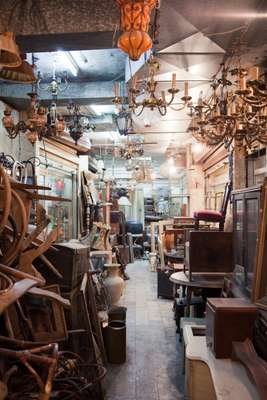 Antique shop in Basta Street