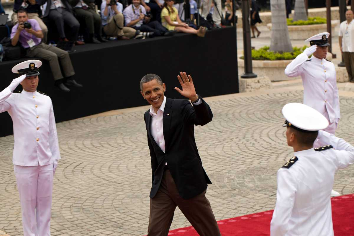 Barack Obama arrives at the Cartagena summit