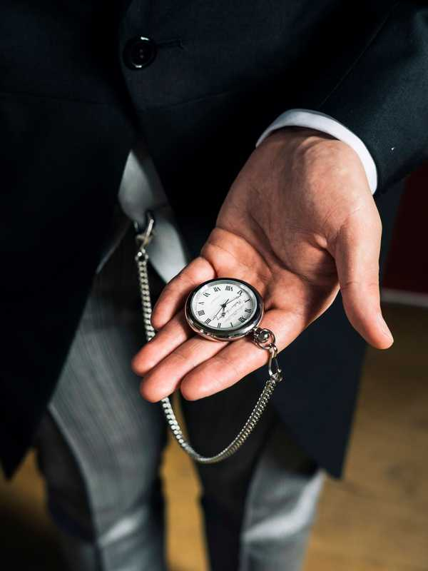 Pocket watch – a crucial buttling accessory