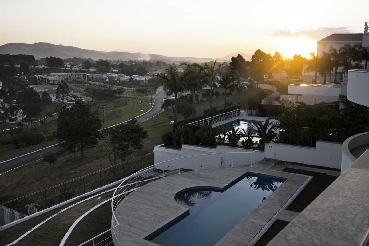 Sunset view of Tambore 2, a gated community built on the AlphaVille model