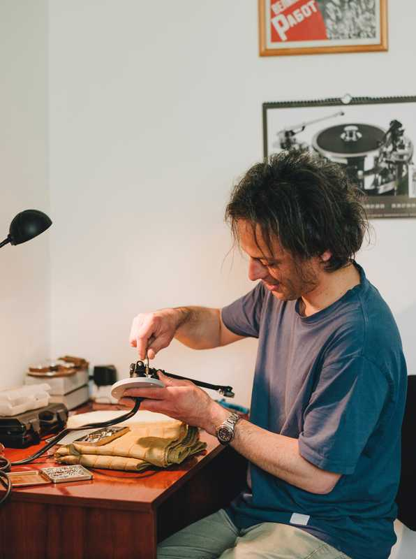 Igor Gligorov in his office-workshop assembles a Soulines turntable