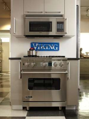 This 30in dual-fuel range is Viking's most popular
