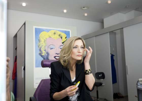 Presenter Meike Krüger in make up