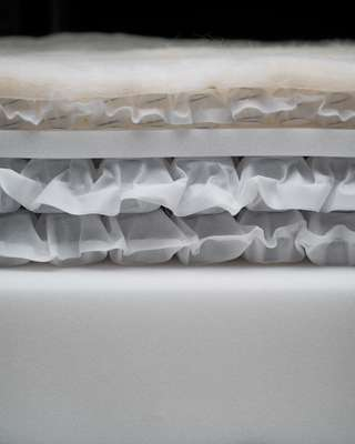 Cross-section of a Drift mattress with three layers of springs